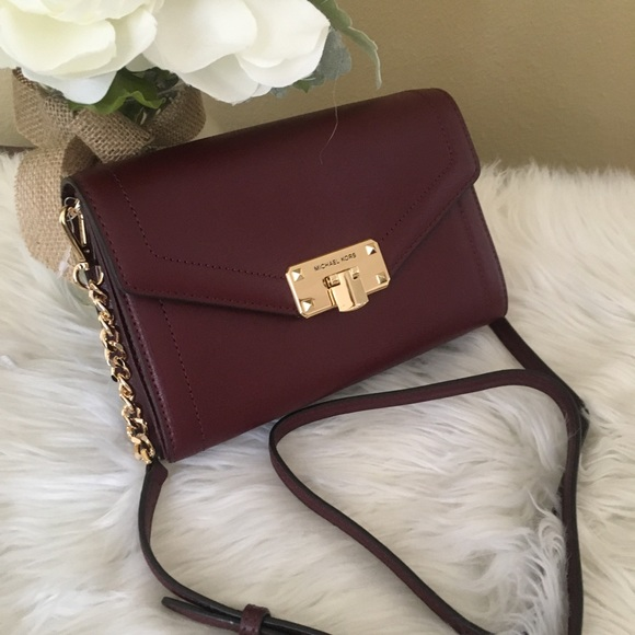 Michael Kors Handbags - New Michael Kors medium kinsley wallet Xbody